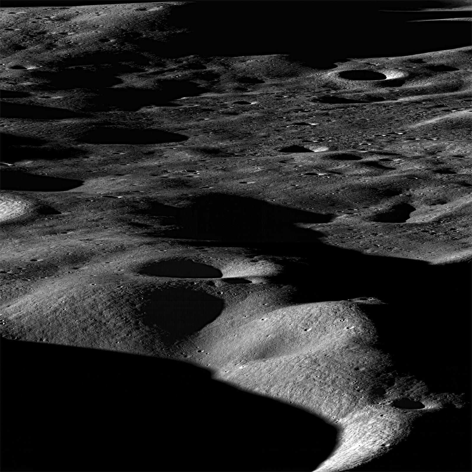 732550main_LRO-crater-rim